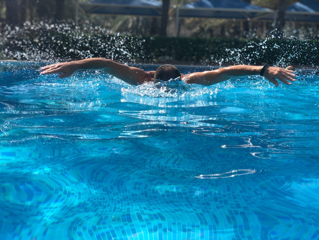 10 reasons: Why is swimming good for daddies?
