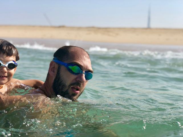 Children's fear of waves: I don't want to get into the sea