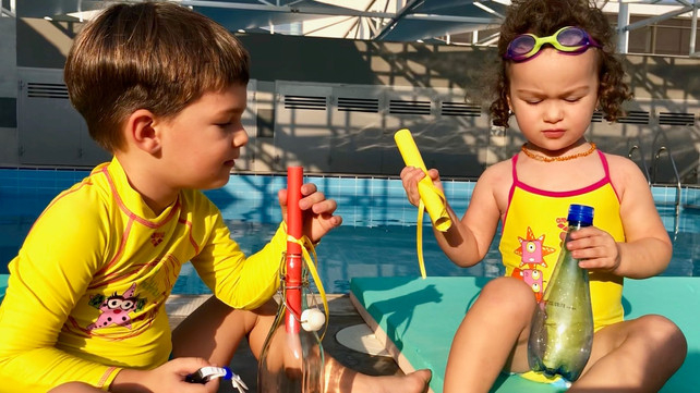 Swimming with children: My dad is not my coach!