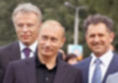 Президент Российской Федерации Владимир Путин, председатель Государственного Комитета по физической культуре и спорту Вячеслав Фетисов, Первый Президент Удмуртии Александр Волков