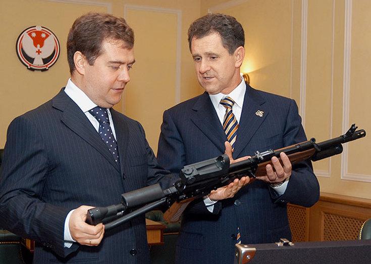 Дмитрий Медведев и Александр Александрович Волков, Первый Президент Удмуртии