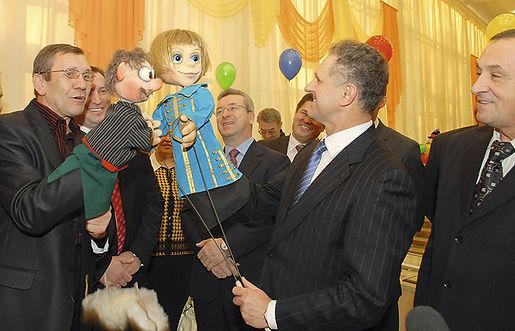 Александр Александрович Волков, Первый Президент Удмуртии, открытие Государственного театра кукол в Ижевске