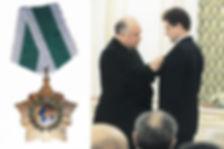 Виктор Черномырдин вручает Алесандру Волкову орден Дружбы