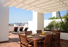 Roof terrace dining table and pergola sh