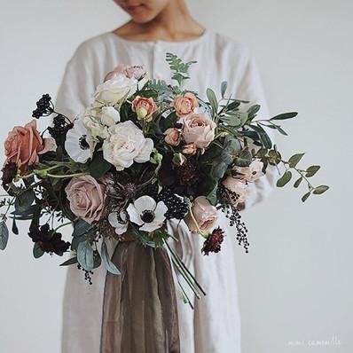 ❄︎_._the Bride's antique blossom full of