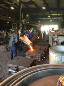 Hans Molzberger pouring iron with Donnie Keen at Keen Foundry, Houston 2017