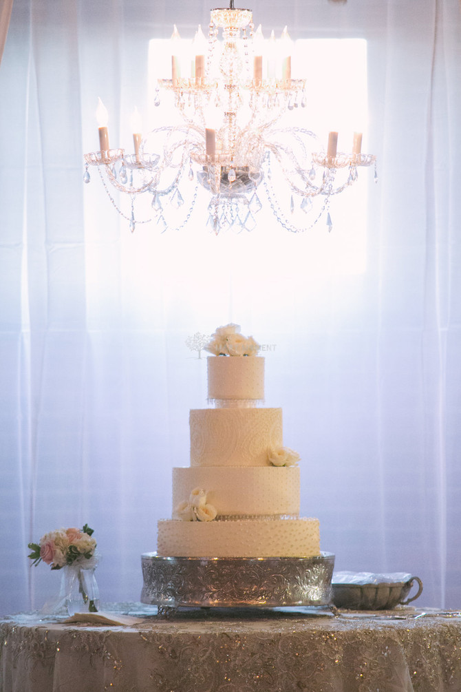How do I preserve my wedding cake top tier?