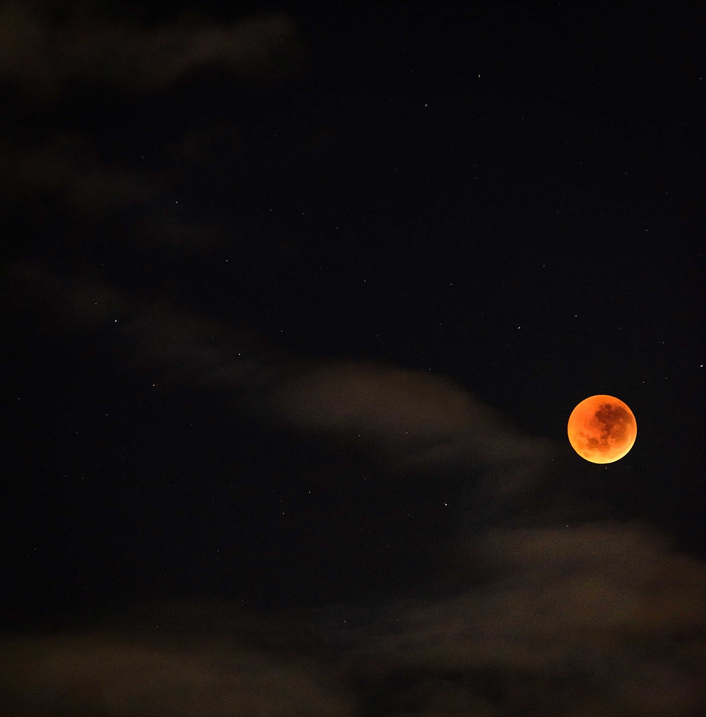 Blood Moon (f/2.8, 0.8secs, iso1000, 200mm (heavily cropped)