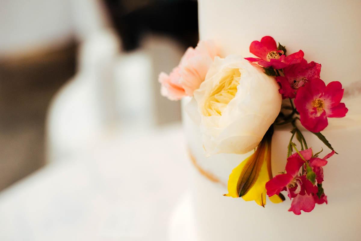 cake florals rustic wedding