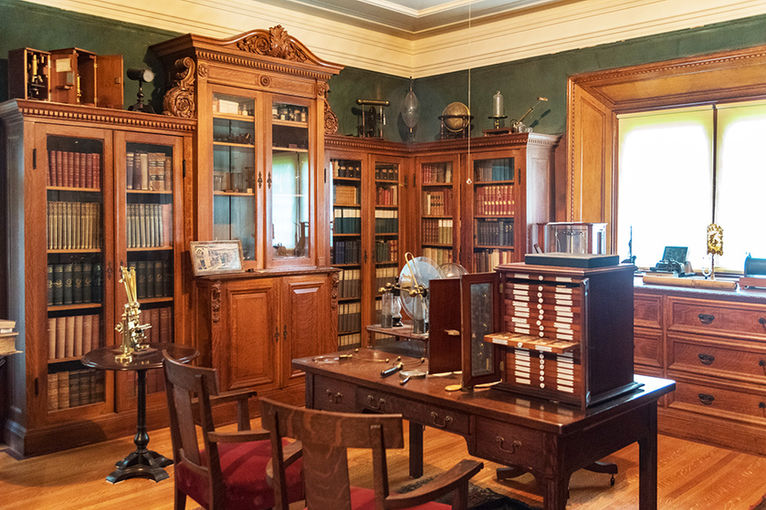 Chas. Shultz House Library