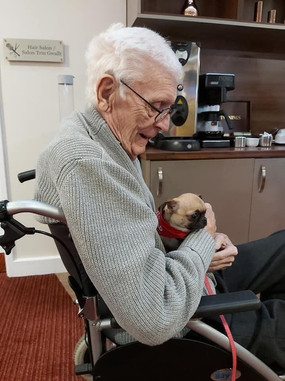 Little Bug visiting a Care home