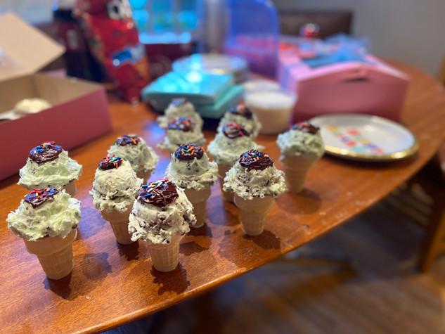 Mint Chocolate Chip Ice Cream Cone Cupcakes
