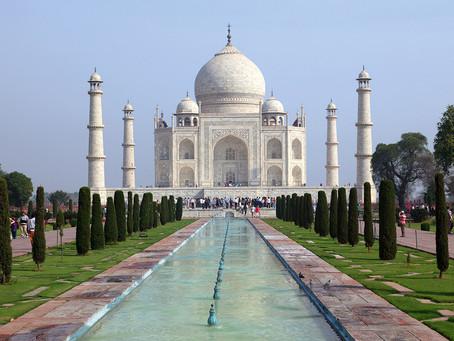 Le Taj Mahal rouvre malgré la flambée du virus