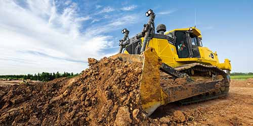 Novos modelos de trator de esteiras e escavadeira