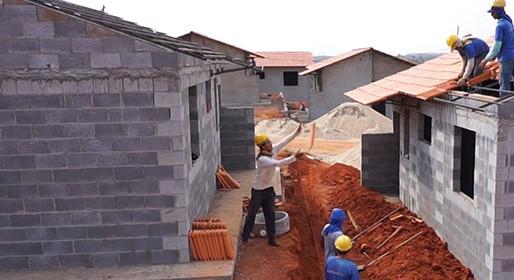 Emprego na construção cresce em agosto e reduz ritmo de queda