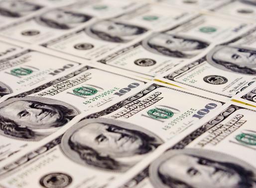 Após divulgação de pesquisas eleitorais, dólar avança e se aproxima de R$ 4