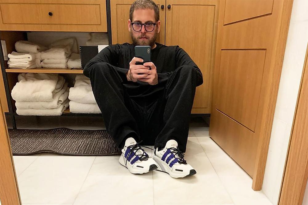 Джона Хилл селфи в Adidas