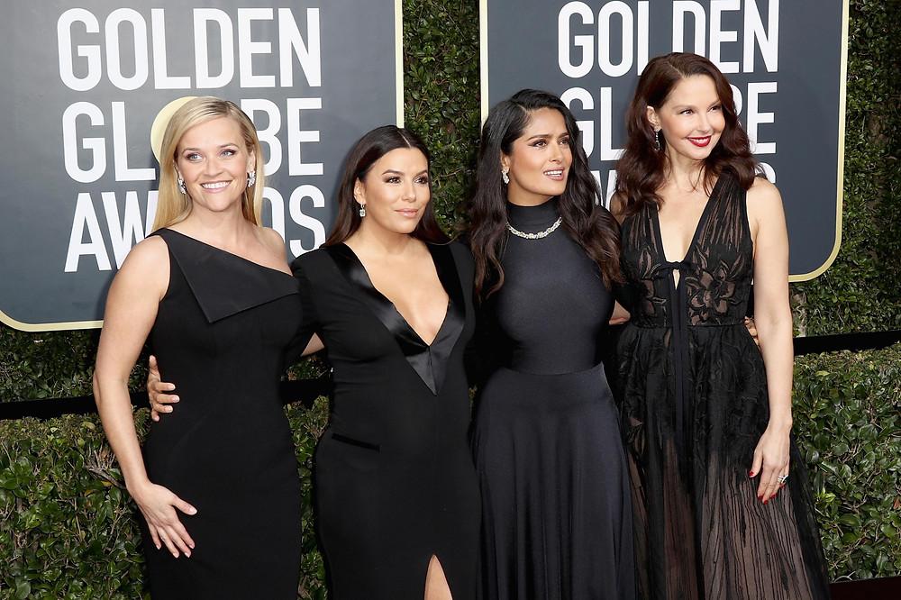 красная дорожка премии «Золотой глобус» заполнилась гостями в скромном черном дресс-коде