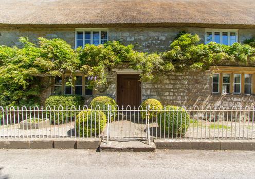 Atherstone_Farmhouse_wisteria_facade.jpg