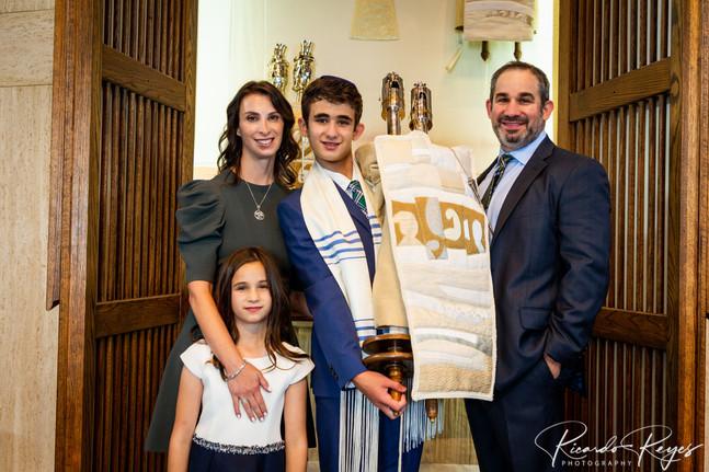 """<img src=""""Bar Mitzvah family photos"""" alt=""""bar mitzvah, bar mitzvah temple photos, family photos temple, """">"""