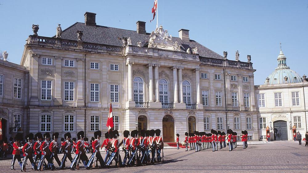 royal-guards-amalienborg