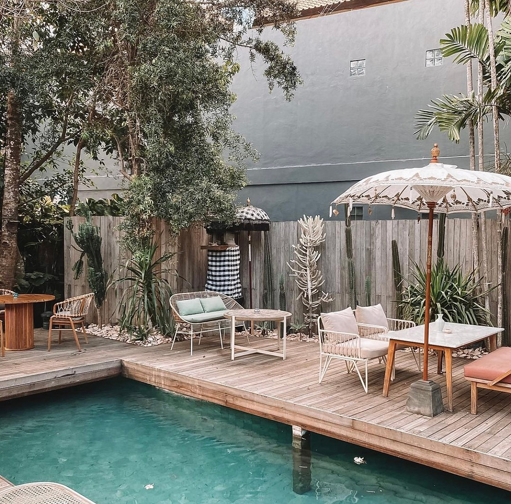yema kitchen Bali pool and tables