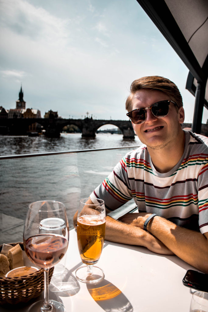 prague river boat cruise