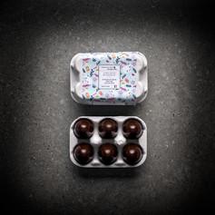 Boîte de 6 mini oeufs Noir Praliné Cacahuète