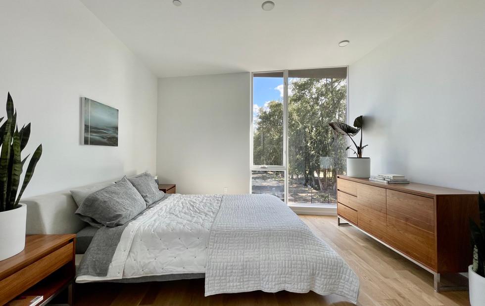 Upper Level 2 Bedroom / Master