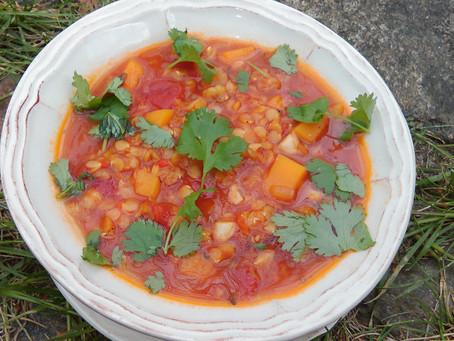 Rozgrzewająca zupa z soczewicy i pieczonej papryki