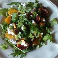 Sałatka z karmelizowanych fig i pomarańczy