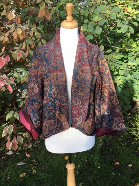 Swing jacket in 100% wool paisley