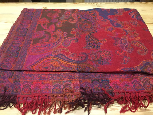 Wool blanket throws in Paisley designs
