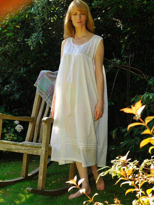 Long nightdress in cool cotton