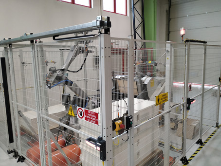 Automatic die-cutter loading-unloading by a robot