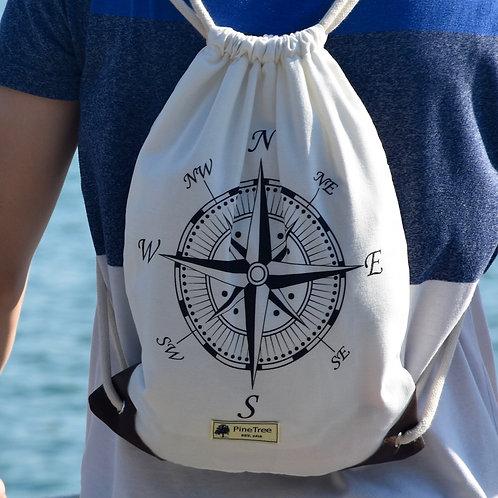 Weiss mit schwarzem Kompass
