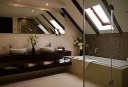 Vermeer Suite  Bathroom double basins Ca