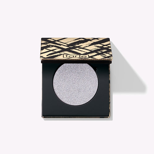 A matte eye & cheek palette infused with Amazonian clay that celebrates the fun