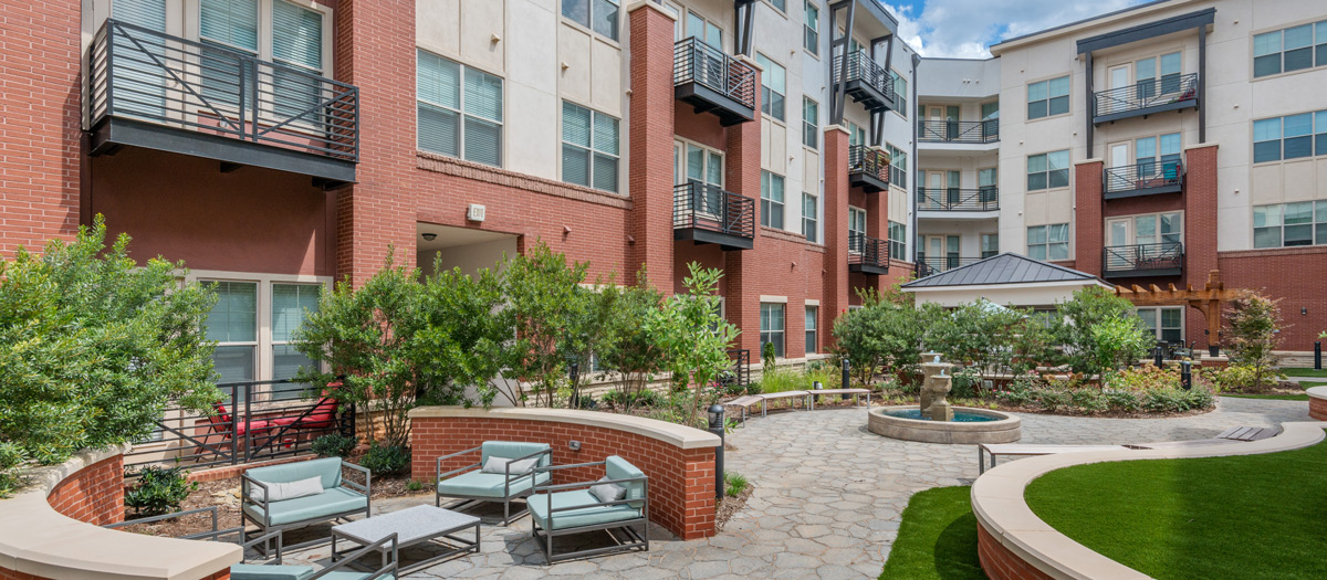 3CR-South-End---Urban-Oasis-Courtyard