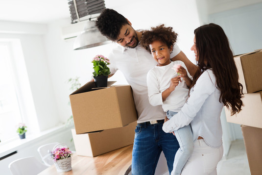 family-moving-into-their-new-home-AGBF3H
