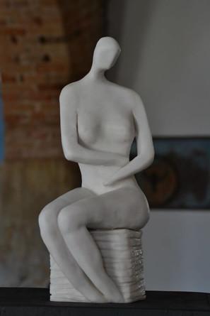 _Lady__Escultura em argila fundida em pó de mármore.jpg