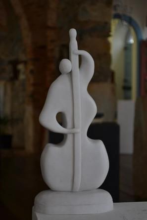 _O Homem e a Música__Esculturas em argila fundida em pó de mármore.jpg
