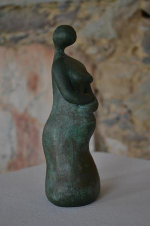 _Mulher grávida__Escultura em argila fundida em pó de bronze.jpg
