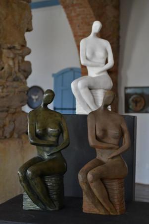 _Lady__Esculturas em argila fundidas em pó de bronze, pó de mármore e pó de ferro.jpg