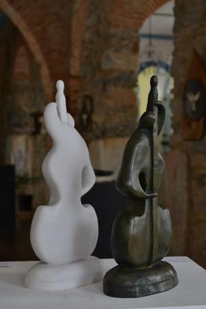 _O Homem e a Música__Esculturas em argila fundidas em pó de bronze e pó de mármore.jpg
