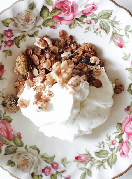 Vanille hangop met homemade cruesli