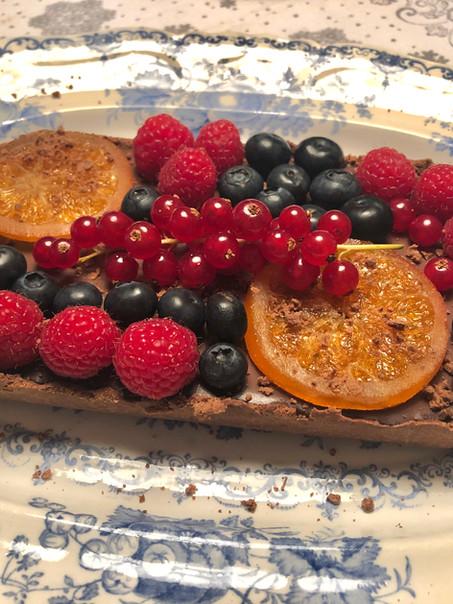 Vegan chocolade ganache taart met zomers fruit