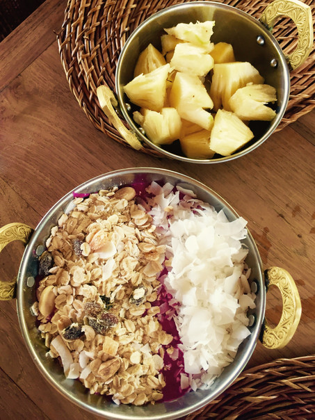 Fruitbowl breakfast with homemade granola