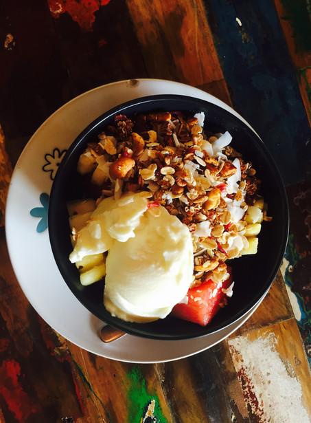 Fruitsalade met yoghurt en muesli