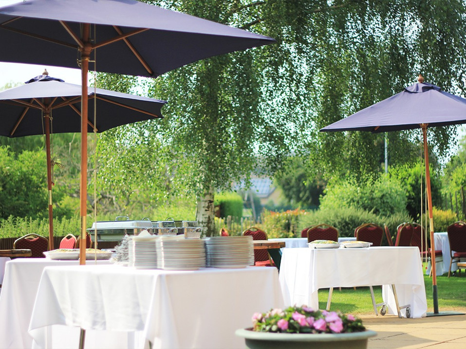 The Riverside Suite - garden party